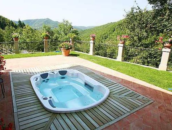 outdoor-jacuzzi-wunderschöner-look