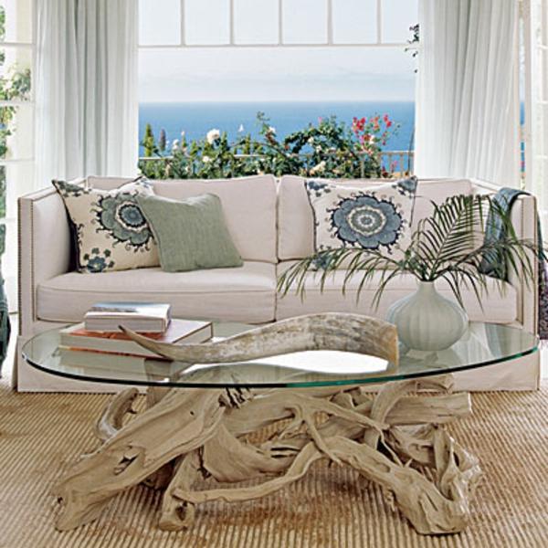 ovaler-Treibholz-Tisch-im-Wohnzimmer-Wohnidee