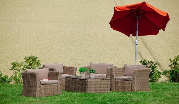 polyrattan-lounge_im-Garten