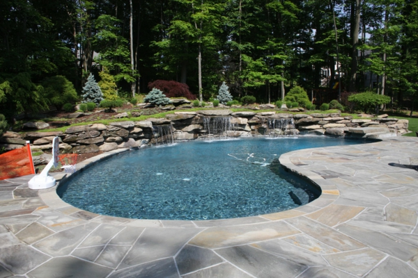 pool-mit-origineller-form-naturpool