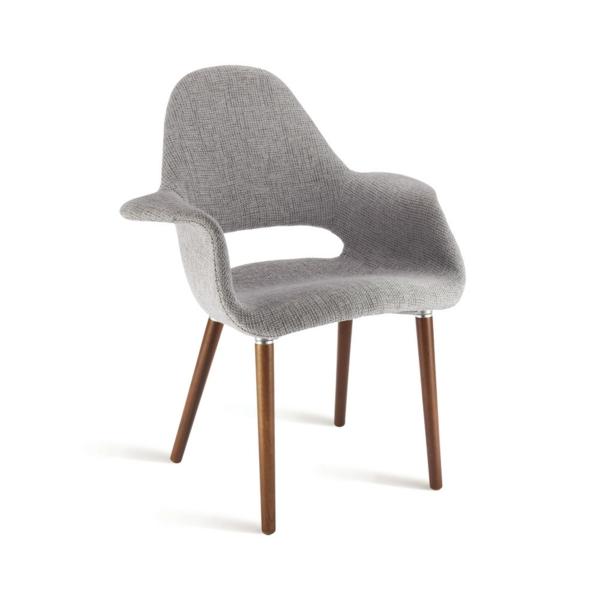 grauer stuhl mit hölzernen beinen - weißer hintergrund