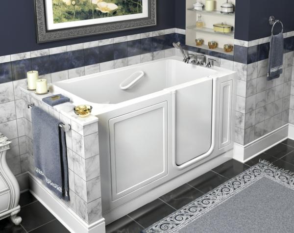 praktisches design badewanne f r kleines bad designidee. Black Bedroom Furniture Sets. Home Design Ideas