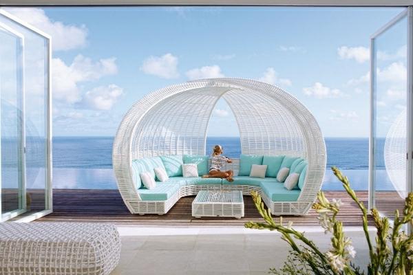 rattan-lounge-betten-skyline-designs-überdachung-spartan-weiß-mintgrün