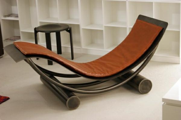 relax-liegestuhl-braun-und-elegant- weiche formen