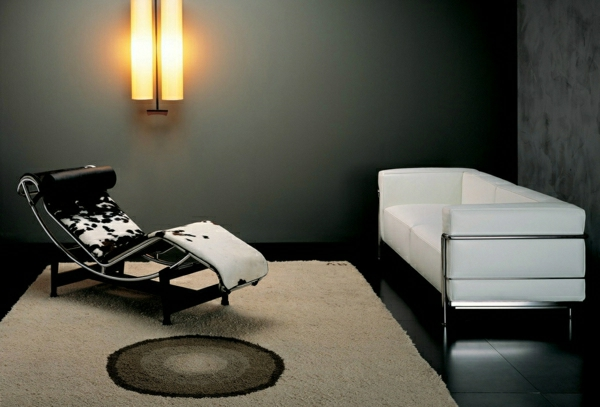 relax-liegestuhl-in-einem-schönen-zimmer-mit-einem-weißen-sofa - elegante gestaltung
