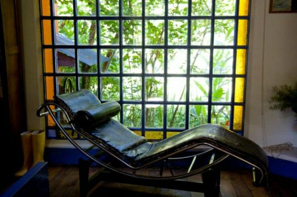 relax-liegestuhl-interessanter-hintergrund