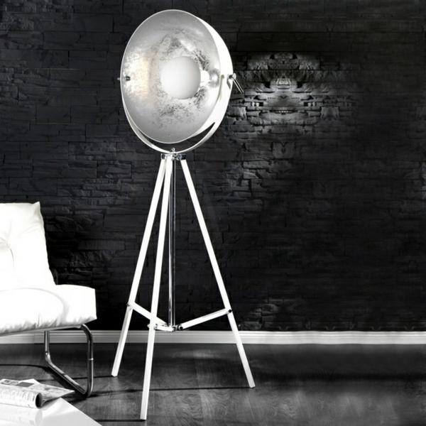 retro-stehlampe-modernes-design - schwarze wand dahinter