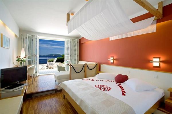 romantik-merkmale-im-schlafzimmer-rosenblätter