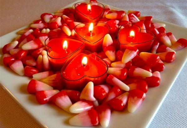romantik-merkmale-rote-kerzen- foto vom nahen genommen