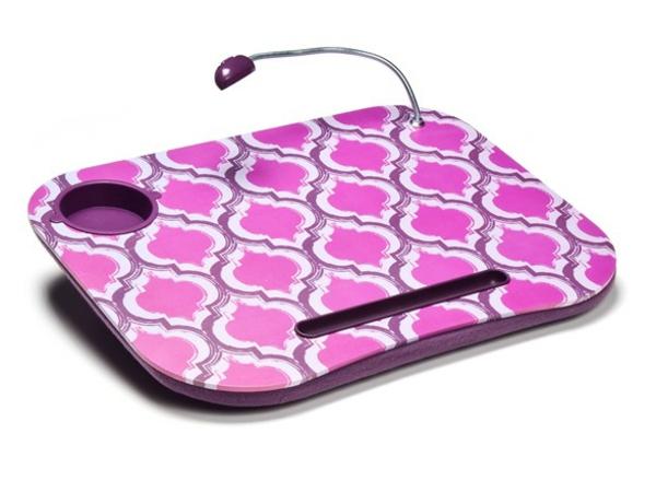 rosa-Tisch-mit-Kissen-für-Laptop