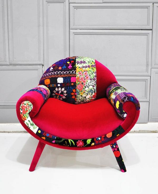 schöner-roter-Sessel-Patchwork-Stuhl-Wohnidee-Wohnzimmer