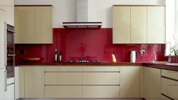 rote-wandpaneele-für-küche-super-modern- beige und rot kombinieren
