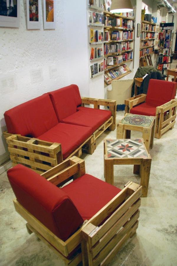 paletten sofa wohnzimmer raum und m beldesign inspiration. Black Bedroom Furniture Sets. Home Design Ideas