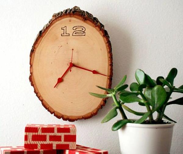 runde-hölzerne-Wanduhr-Design-Idee-Holzstamm
