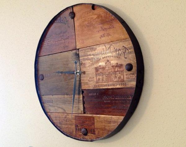 rundes-Dekoelement-Wanduhr-aus-Holz