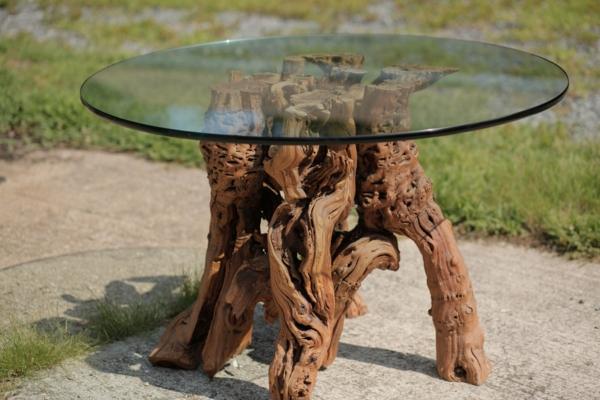 schöner-rustikaler-Kreativer-Tisch-aus-Treibholz