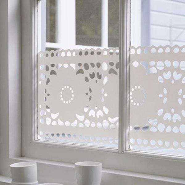 Die Sichtschutzfolie ist auch eine schöne Fenster Deko!
