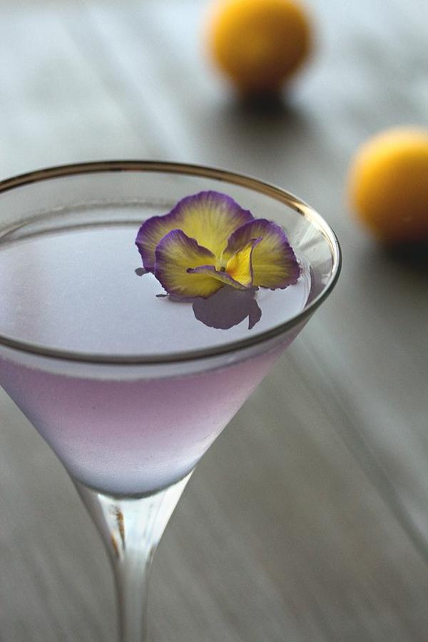 schöne-elegante-dekoration-für-cocktails-lila