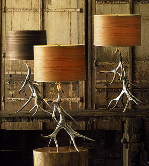 schöne-lampen-aus-hirschgeweih-gemacht-interessante-deko- bäuerlicher look