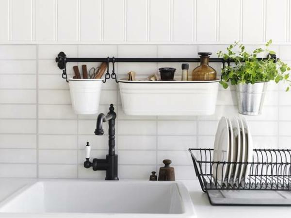 schöne-weiße-wandpaneele-für-küche- sehr süß aussehen