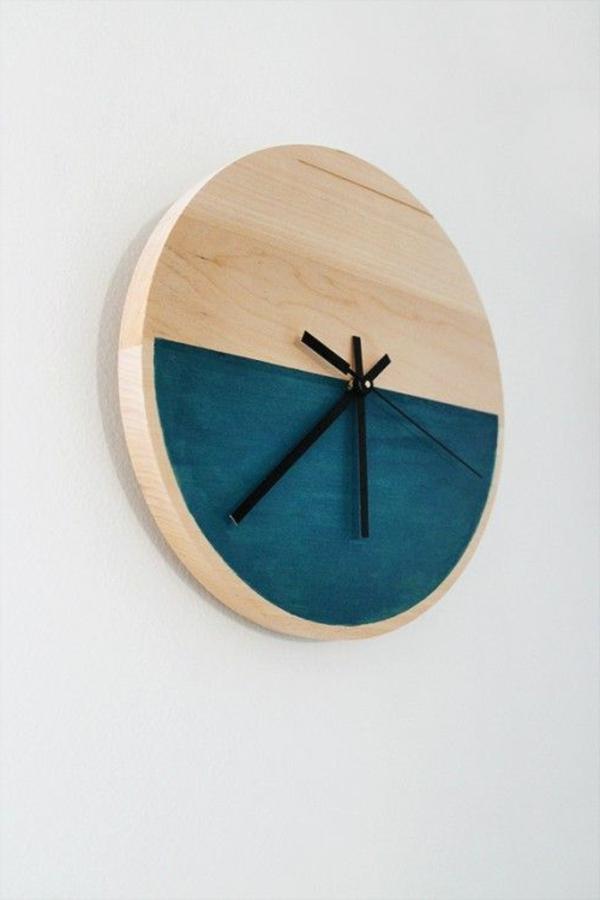 schönes-Dekoelement-Wanduhr-aus-Holz