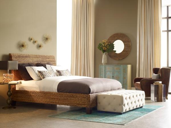 gemütluches-Schlafzimmer-Bett-Bananenblatt