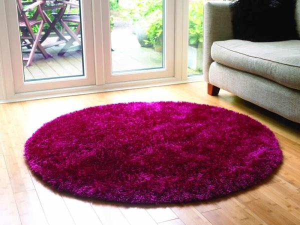 schickes-beispiel-für-kleine-runde-teppiche-zyklamenfarbe
