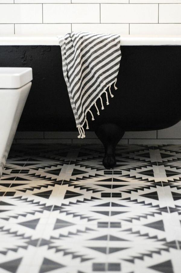 schwarze-wandfarbe-badezimmer-wanne
