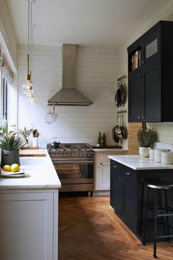 schwarze-wandfarbe-küche
