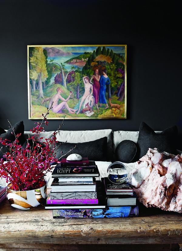 schwarze-wandfarbe-mit-bildern