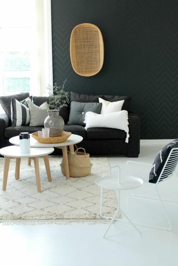 schwarze-wandfarbe-wohnzimmer-möbel-sofa-spiegel