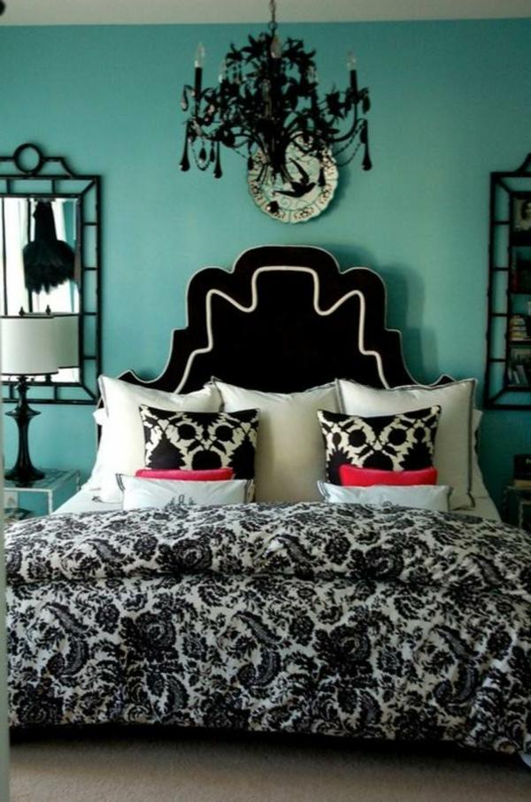 schwarzer-kronleuchter-im-herrenschlafzimmer