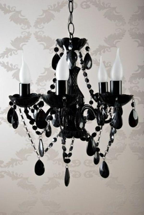 schwarzer-kronleuchter-interessantes-design