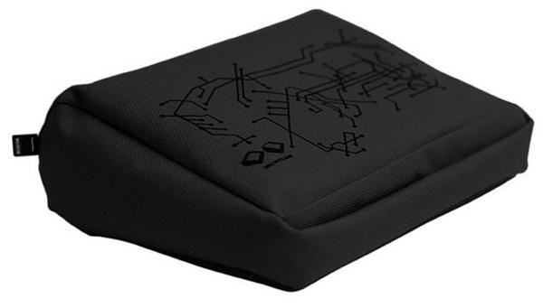 schwarzes-laptopkissen-designidee