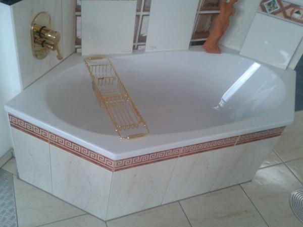 sechseck -badewanne-weiße-farbe
