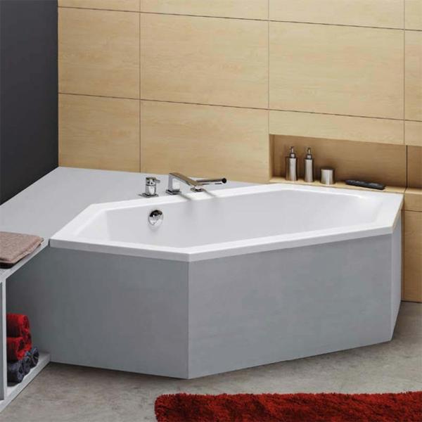 sechseck -badewanne-wunderschönes-modell- neben einem roten teppich