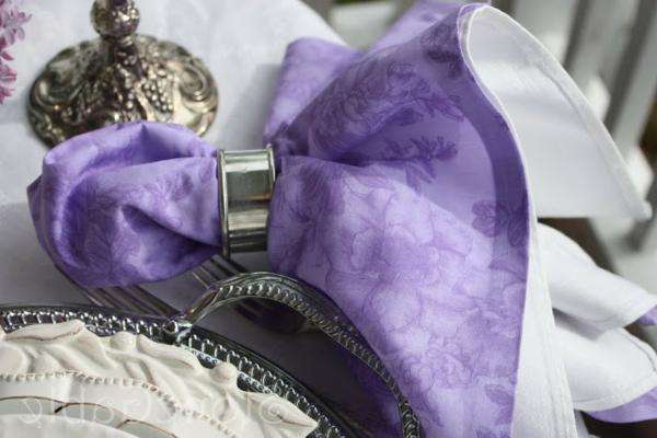 servietten-in-fliederfarben-super-elegant-erscheinen- vintage aussehen