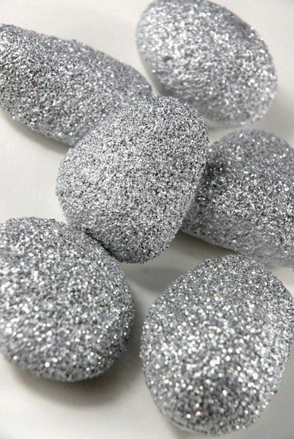 silbern-bemalte- Steine-als-Dekoration-Idee