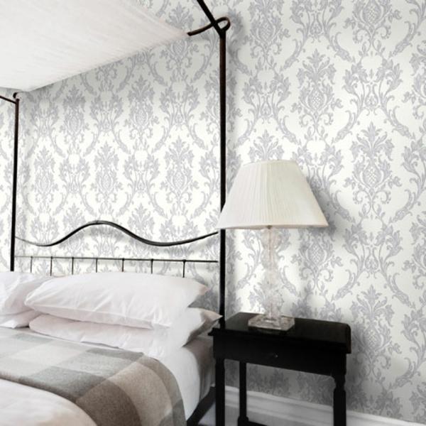 silberne-wandfarbe-gemütliches-schlafzimmer