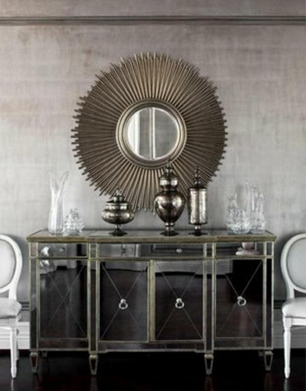 silberne-wandfarbe-schöner-spiegel-im-wohnzimmer