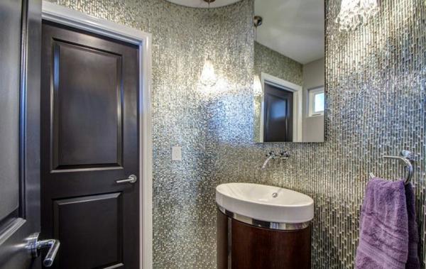 silberne-wandfarbe-schönes-badezimmer