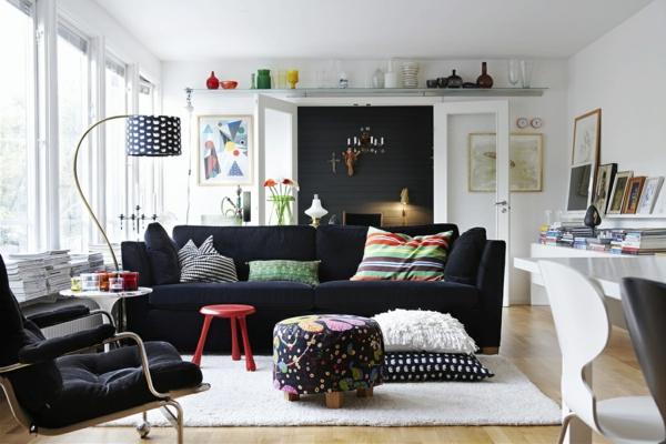 skandinavisches-design-wohnzimmer-gestaltung- schwarzes sofa
