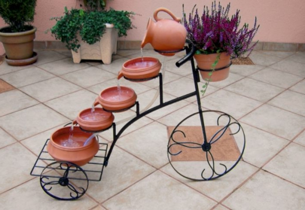 Solar.kaskadenbrunnen.fahrrad.idee Gartendesign Solar Springbrunnen Für Den  Garten ...