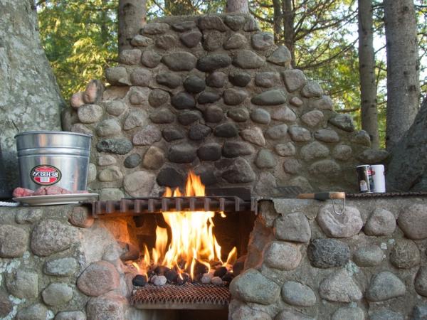 interessanter grill aus stein - naturfreundlich aussehen