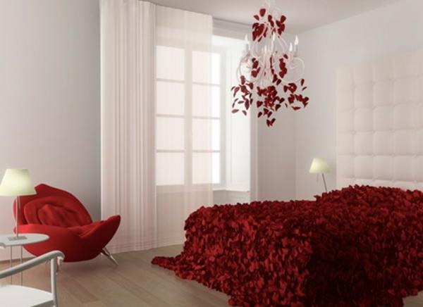 stoffe-mit-rosenmuster-romantische-schlafzimmer-gestaltung-interessante-bettbezüge- in rot