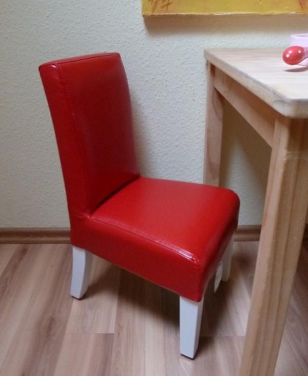 schöner-stuhl-rot-designidee-für-das-Zimmer