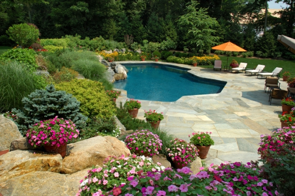 super-Poolgestaltungsidee-für-den-Garten-Blumen-Pool