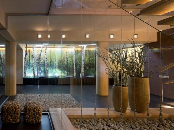 super-schöne-dekoration-mit-steinen- und gläsernen wänden