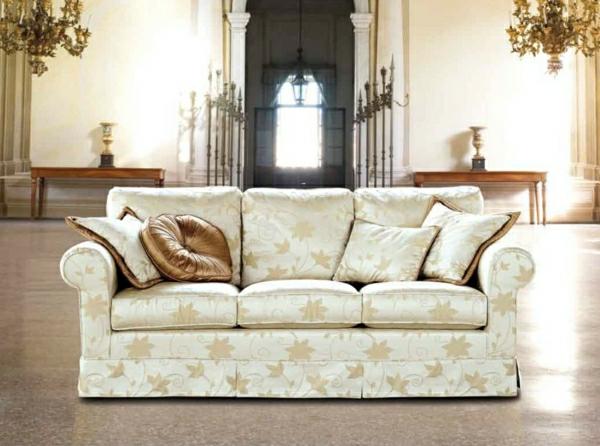 super-schönes-weißes-sofa-italienische-wohnzimmer