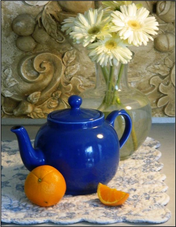 teekanne-in-blau-bild-blumen
